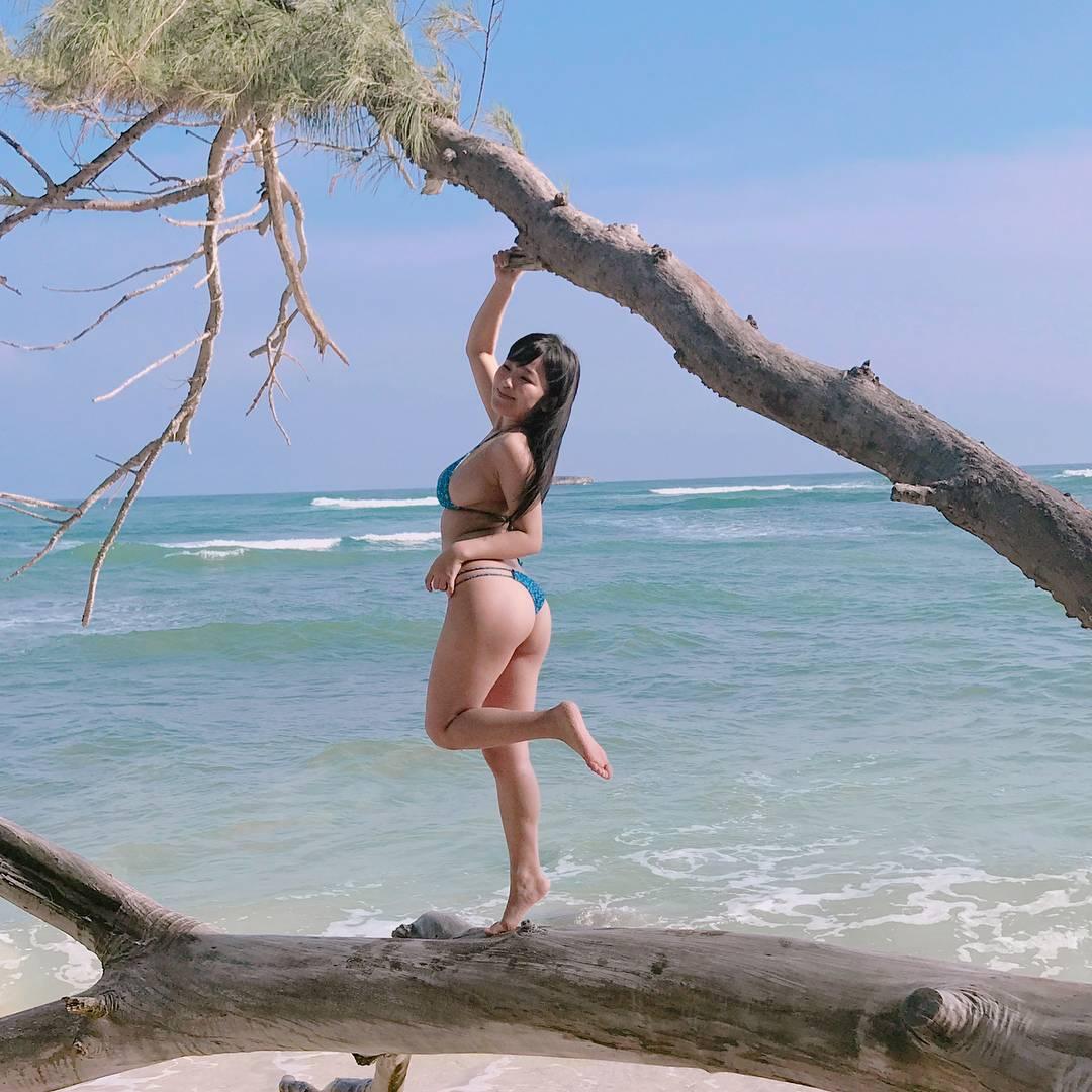 Amaki Jun (天木じゅん), Bikini, Oppai