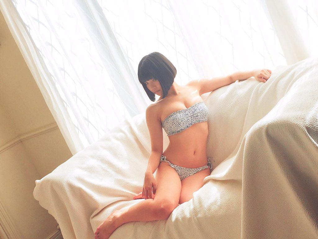 Bikini, Nemoto Nagi (根本凪), Niji no Conquistador (虹のコンキスタドール)